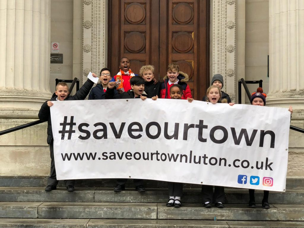 HIllborough Junior School children outside Luton Town Hall